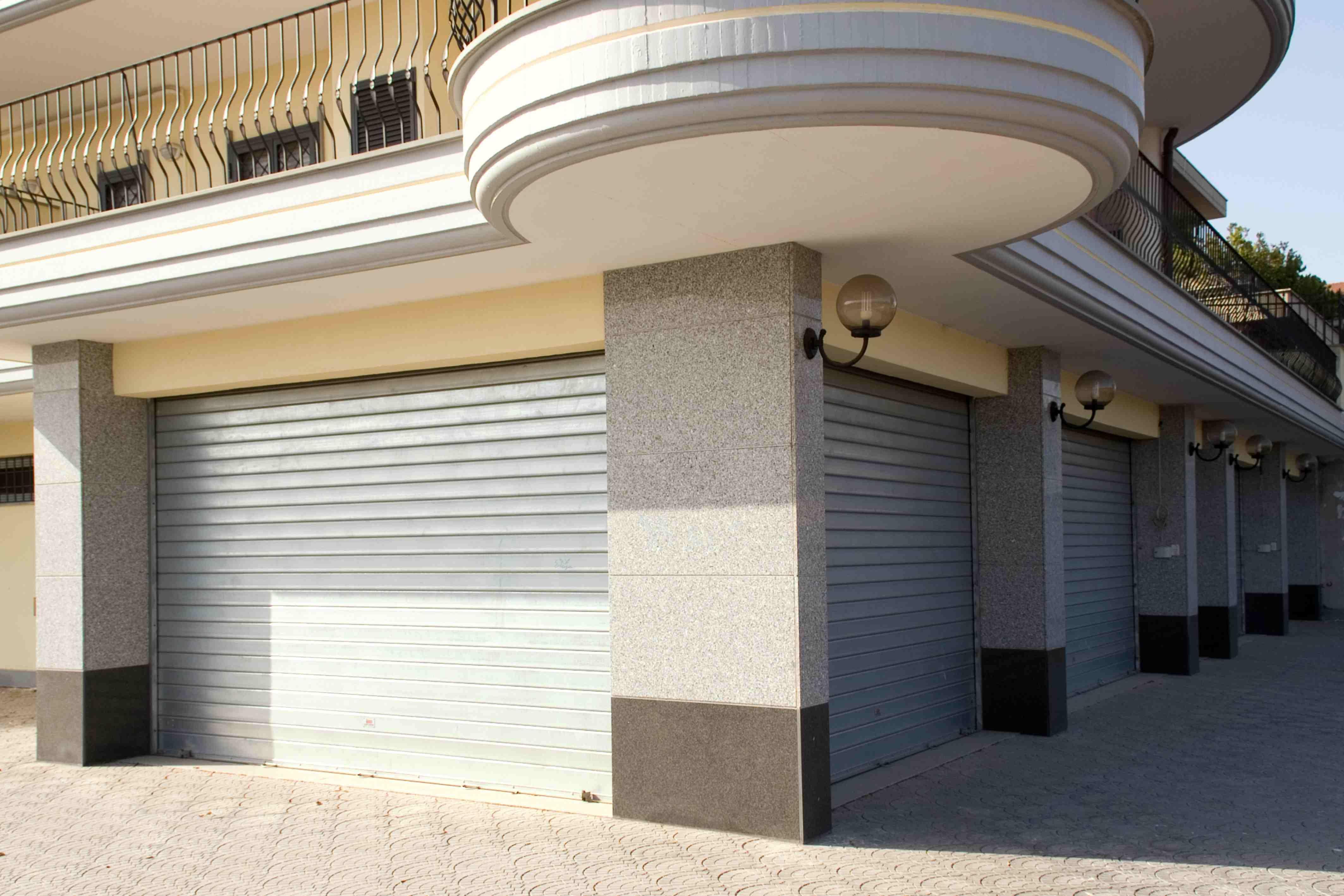 isar group les portes de garage et volets volets roulants pour les magasins et les garages. Black Bedroom Furniture Sets. Home Design Ideas